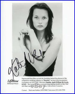 AUTOGRAPHE SUR PHOTO 20 x 25 de Kate MOSS (signed in person) + Photo Proof