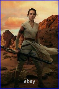 DAISY RIDLEY signed Autogramm 20x30cm STAR WARS In Person autograph REY JEDI
